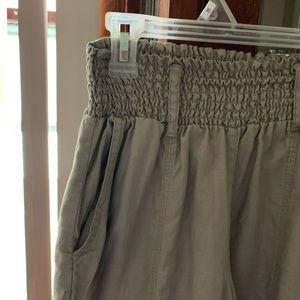 LondonJeans Khaki Gathered-Waist Linen Capris